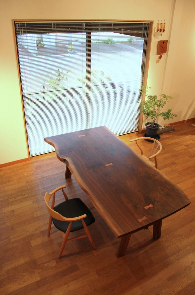 【ダイニングテーブル】 ウォールナット(オイル仕上げ)2枚板合わせ W2100 H700 D1000(1点モノ)